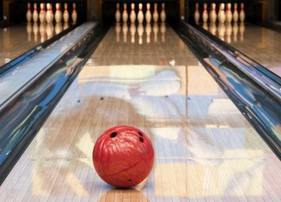 bowling-ball-with-pins