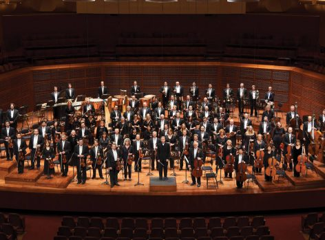 the-san-francisco-symphony-led-by-conductor-michael-tilson-thomas-e1481581273980