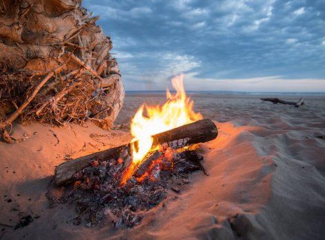 uaa-beach-bonfire