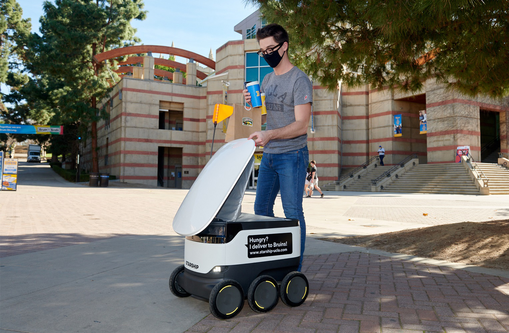 Delivery Robot infront of Ackerman